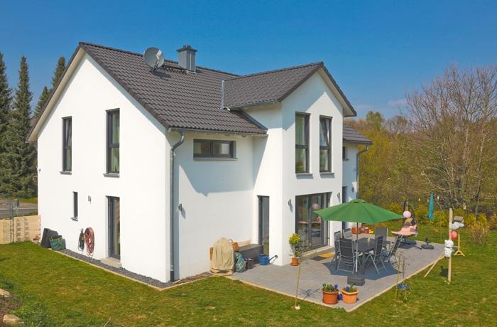 Einfamilienhaus aus Sichtwinkel der Nachbarn