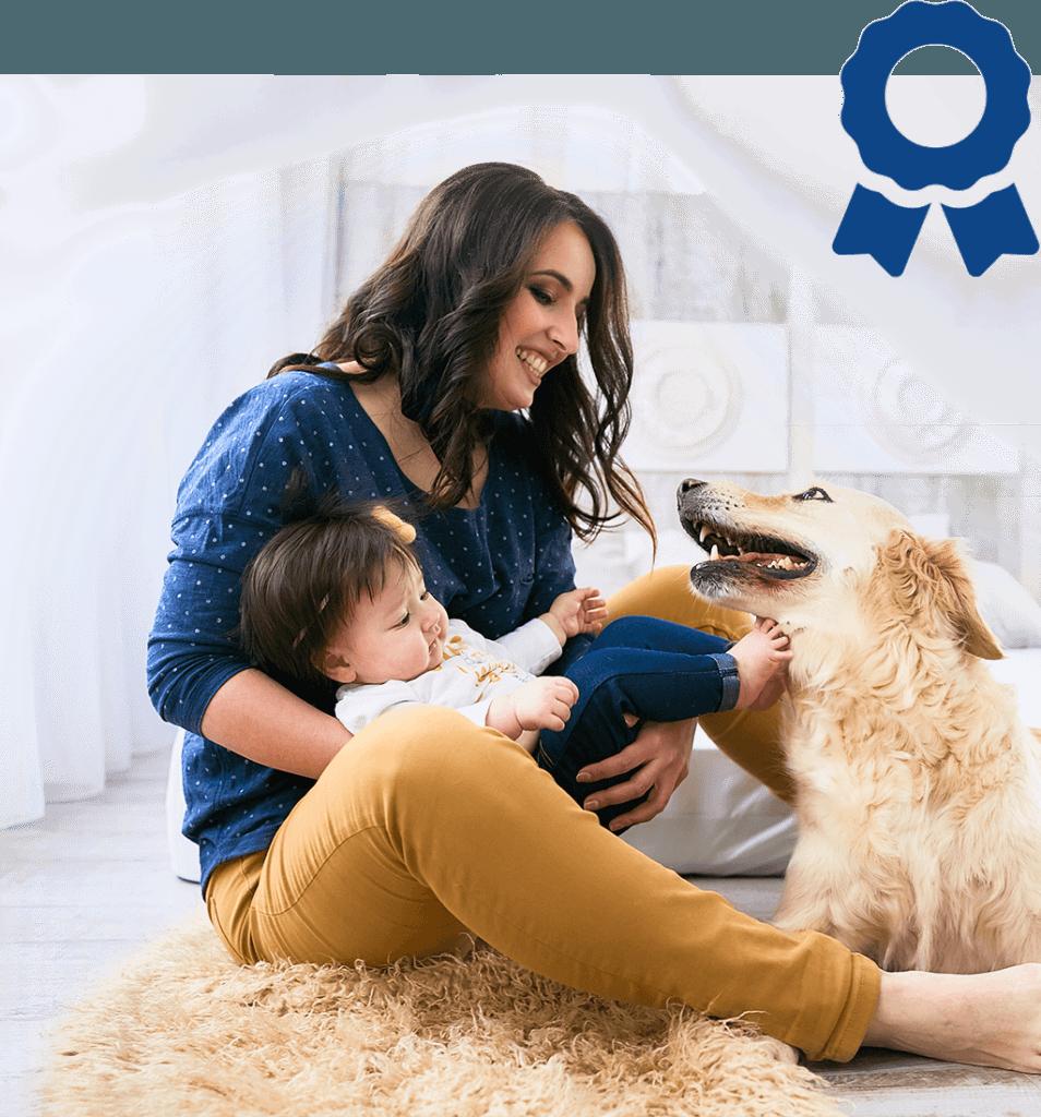 Frau mit Baby und Hund